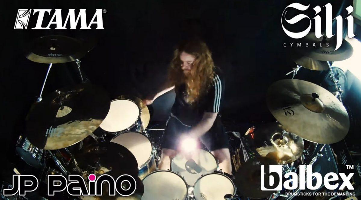 """Atte Palokangas julkaisi rumpuvideon Beast In Blackin """"This Is War"""" -kappaleesta"""